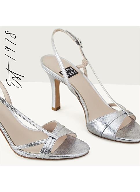 Nine West İnce Topuklu Sandalet Gümüş